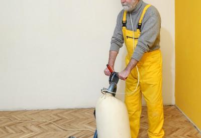 lakbehandling af gulvet