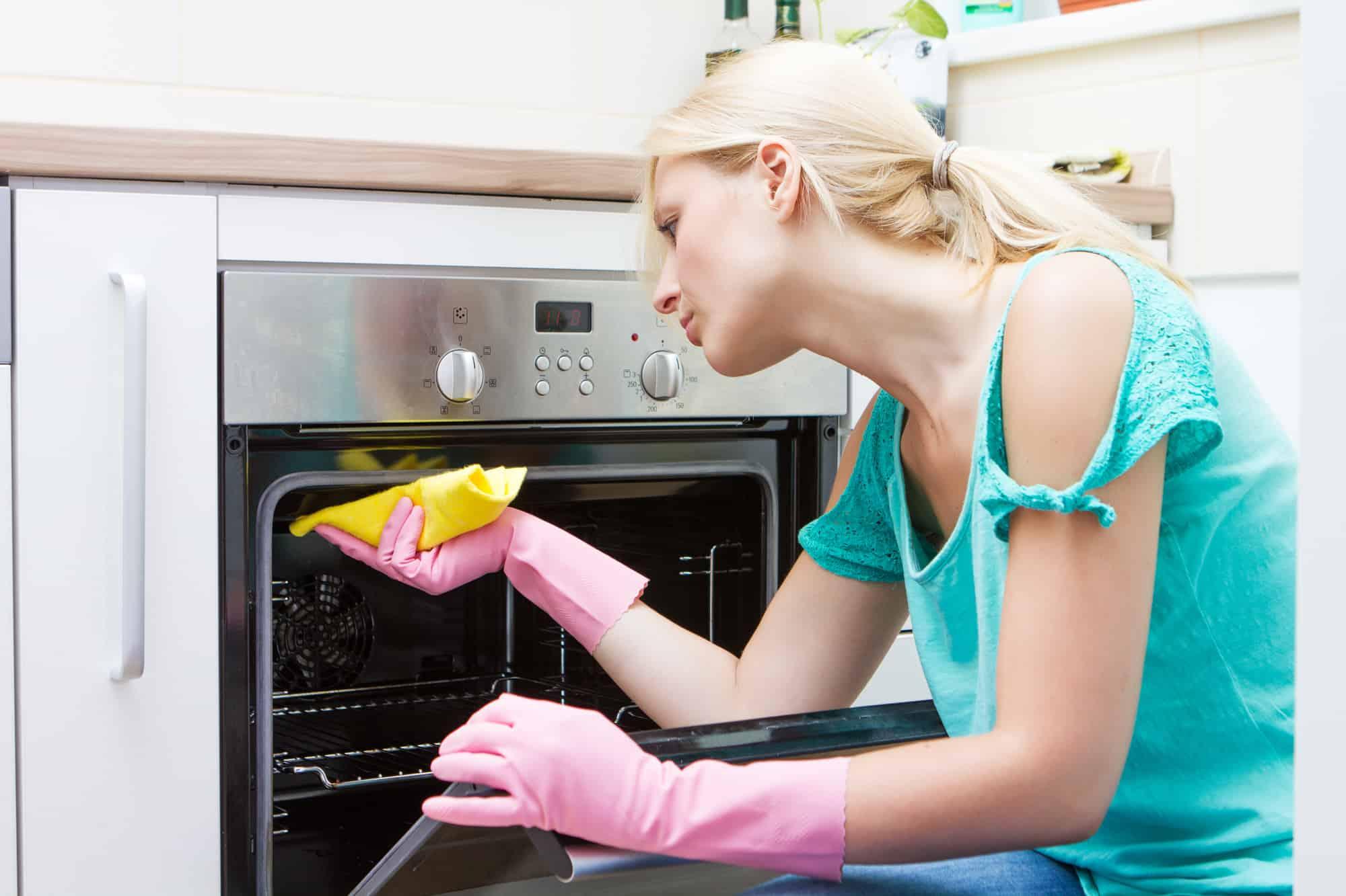 rensning af ovn med brun sæbe